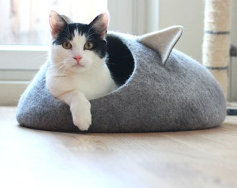 Pets bed, Cat bed with ears, cat cave, cat house, unique pet lovers gift, eco-friendly handmade felted wool cat bed, grey and natural white