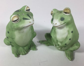 SALE Salt Pepper Shakers Frogs Porcelain Finely Detailed Vintage