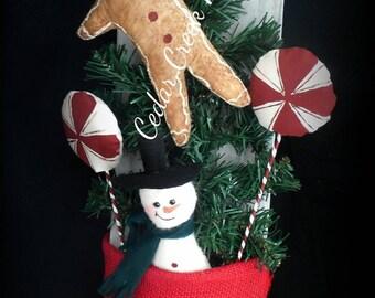 Folk Art/ Primitive Winter door pocket with Gingerbread and snowman
