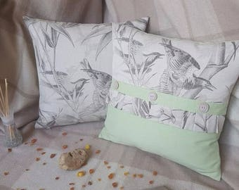 A set of 2 pillows with birds for your house.