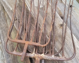 Pitch Fork/ Farm house chic/ Vintage Rusty Fork/ Rusty Decor/ Jewelry Holder
