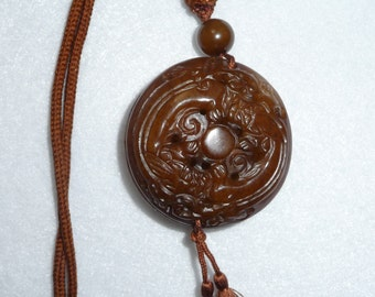 Necklace. China. Carved stone.