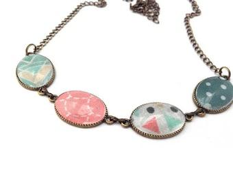 Collier cabochons multicolore