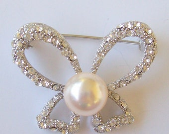 Vintage Bow Pin Rhinestones and Pearl