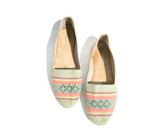 size 8 flat woven cotton or wool minimal flats