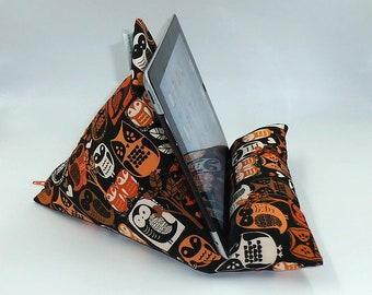 """Tablet, Kindle or Book Bean Bag iPad holder travel stand beanbag """"Woodland Owl"""" hand made by Joella Hill Australian Seller"""