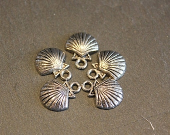 5 charm shell silver-plated St. James