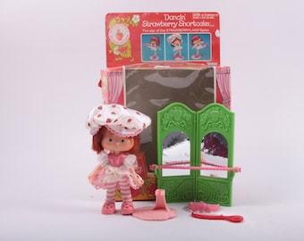 Strawberry Shortcake Dancin Strawberry Shortcake Vintage Doll Kenner With Pet and Box ~The Pink Room~ 160907