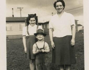vintage photo 1950s Mid Century Like Mother Like Daughter Plus Hat Boy Snapshot