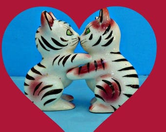 Valentine's Day Kitties, Kissing Kitties, Kitty Cat Salt and Pepper Shakers, Tabby Cat Shakers, Striped Cats, Kitchen Decor Figurine,Vintage