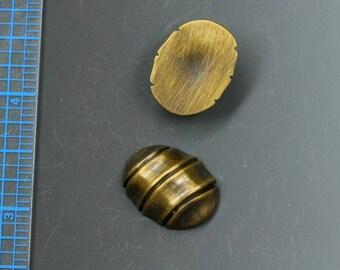 """Cabochons en résine vintages japonais. Elles ressemblent vraiment à de bronze, mais ils sont en effet en plastique. 7/8 """"x 11/16"""". Broderie de perles, bijoux fabrication d'alimentation."""