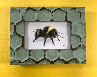 Bumble bee drawing in a honeycomb frame