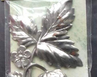 Metal DECORATION skating - FOLIAGE and strawberry REF. 112713