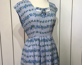 Original late 1940's early 1950's Darling Cotton Day Dress - Beautiful Floral Ditsy Rose Print