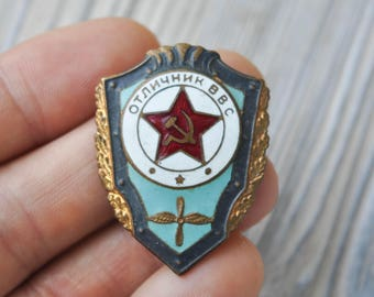 "Vintage Soviet Russian Air Force ""Excellent VVS Cadet"" military enamel badge."