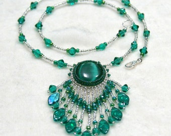 Emerald Leaf Cat's Eye Beaded Cabochon Necklace