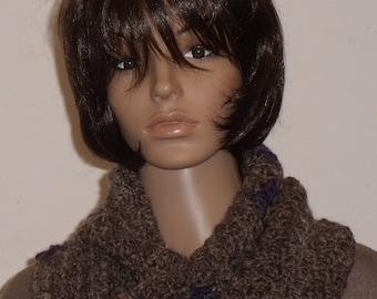 Crocheted Möbiusschal in brown with Violet