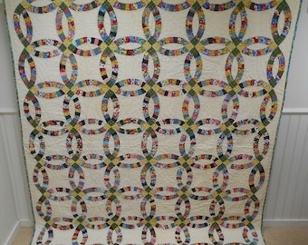Vintage Double Wedding Ring Quilt.   From Missouri.  1940s -50s.  Homemade.   Great Colors!