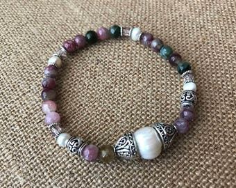 Tourmaline and pearl beaded stretch bracelet