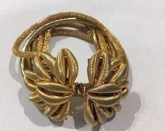Gold flower chain bracelet