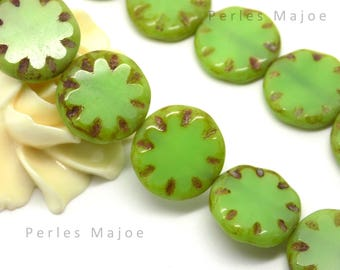 2 Czech glass beads picasso flower color Green Opal size 18 x 18 mm