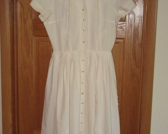 Winter White Dress / Vintage 1950's Dress / Lace and Buttons / Excellent Condition / Size M