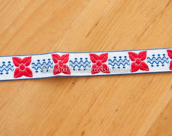 1 & 1/2 yards Mod Embroidered Vintage Trim- Vintage Fabric Trim  Juvenile Daisies 60s 70s New Old Stock