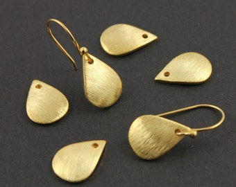 24K Gold Vermeil Over Sterling Silver, Small  Leaf Charm / Pendant,  Jewelry Component Finding,1 Pair   (VM/6580)