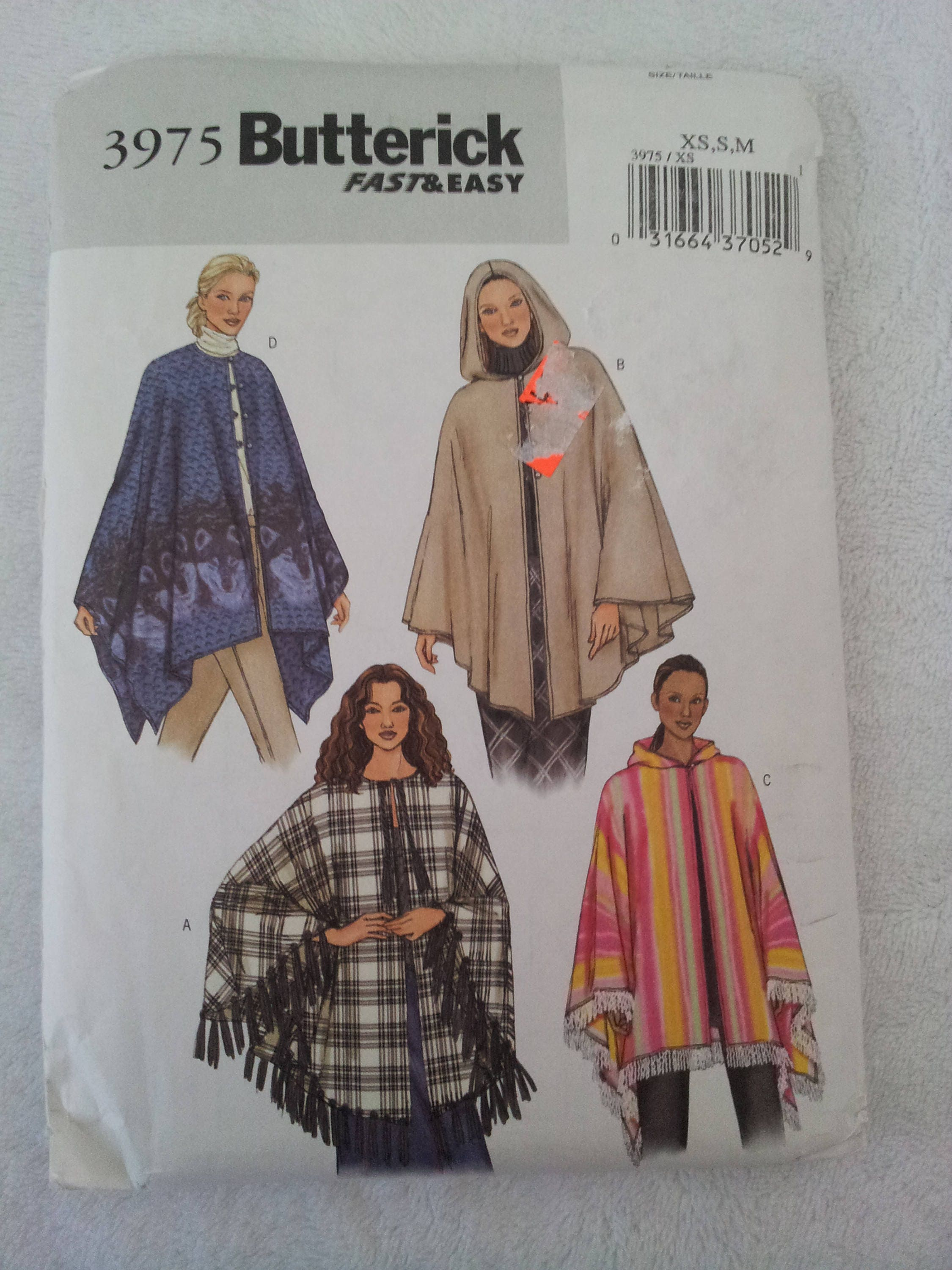 Schnittmuster Butterick 3975 macht Misses Ponchos in vier