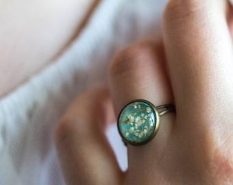 Real flor de anillo, anillo de bronce, resina anillo con anillo de flores secas, flor real blanca,