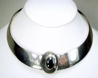 Very Shiny SILVER Minimalist Neckring, METRO Tribal Torque Necklace w Center Raised Black Stone Bezeled Oval Focal