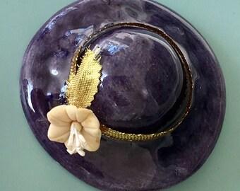 Lovely vintage Ceramic large hat brooch.