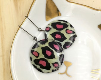 Black, white and pink leopard print earrings Pearl