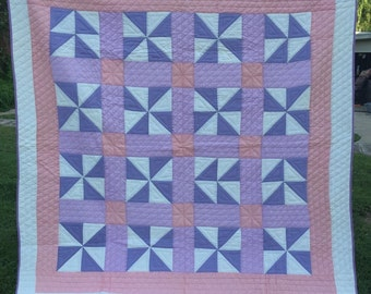 Vintage Beautifully Hand Quilted Pastel Pinwheel Pattern Quilt Lavender Pink and White