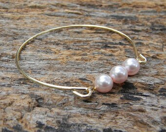 Pearl Bangle Bracelet / Three Pearl Bangle / Gold Bangle Bracelet / Pearl Bridesmaid Bracelet / Wedding Jewelry / Bridesmaid Gift / Gift