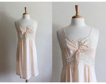 Vintage 1970s Peach Lace Nightie / 70s Lingerie