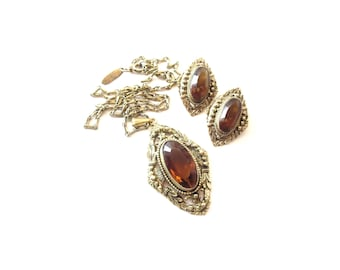 Signed Whiting Davis Gold Tone Metal and Faceted Brown / Topaz Glass Cabochon Vintage Demi Parure Pendant Necklace & Clip On Earring Set