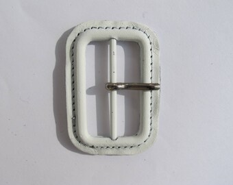 RECTANGULAR WHITE LEATHER COVERED 40/60 MM LOOP