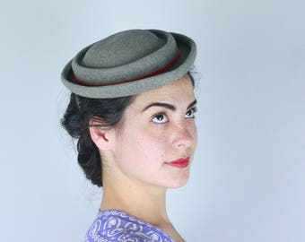 Vintage 1940s 1950s Hat | 40s 50s Heathered Dove Grey Gray Wool New Look Hat with Red Ribbon Trim by The Hat Box H Liebes of San Francisco