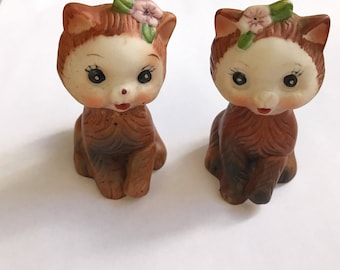 Vintage 1950s Midcentury Cat Salt and Pepper Shakers/Kittens/Porcelain or ceramic Cats/Floral/Animals/Pets/Kitchen decor/Fifties Novelty