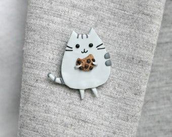 Pusheen cat with cookie - brooch