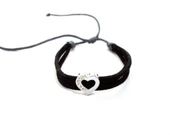 Adjustable heart bracelet in suede