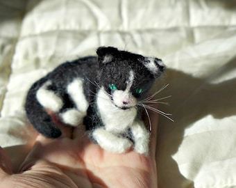 Needle Felted Cat / Custom Pet Portrait Gourmet Felted / Black and white