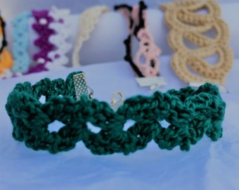 Handmade bracelet made of cotton.