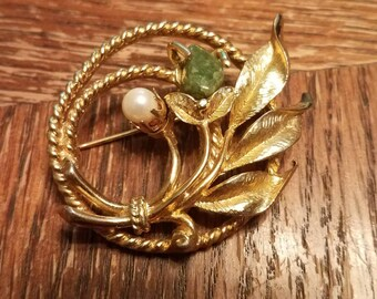 Vintage Sarah Coventry Gold Tone Green Stone Faux Pearl Brooch