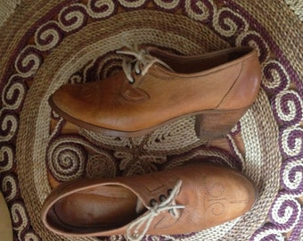 Vintage late 60's early 70's Village Cobbler leather oxfords
