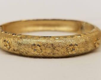 Vintage Crown Trifari Brushed Gold Tone Bangle Bracelet Raised Flower Pattern Snap Closure (53)