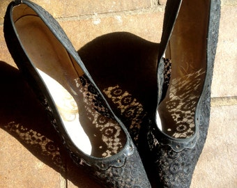 EXQUISITE VICTORIAN Black lace stiletto heels//Wicked Witch goth lace shoes size 6.5/7