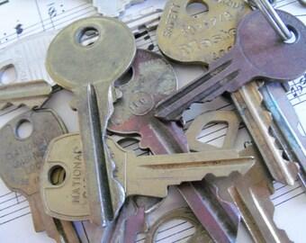 5 Vintage Keys, Key to Your Heart, Charms, Brass Key, Vintage Brass Keys, Steampunk