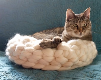 Luxury Chunky Wool Cat Bed